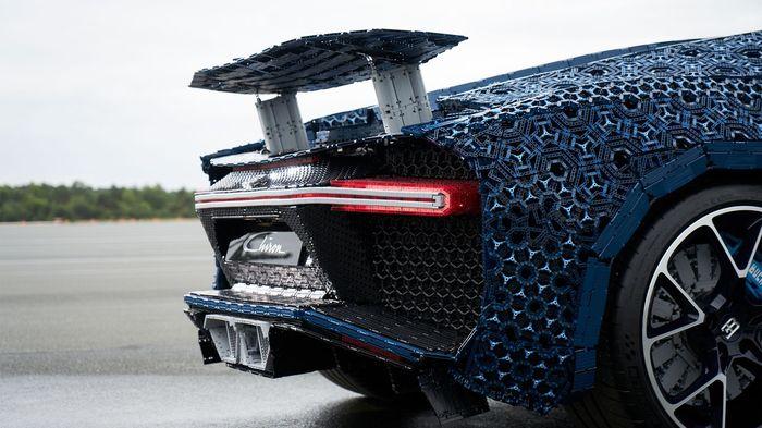 Компанія Lego побудувала повнорозмірну копію гіперкара Bugatti Chiron, на якій можна їздити (фото, відео)