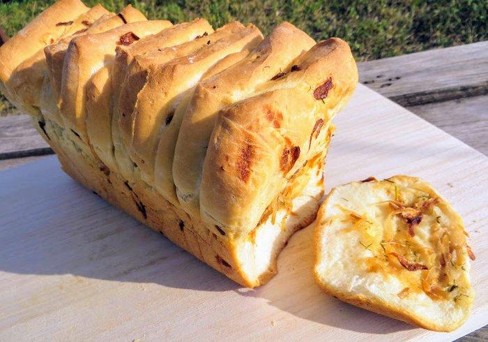 Відривний цибульний хліб