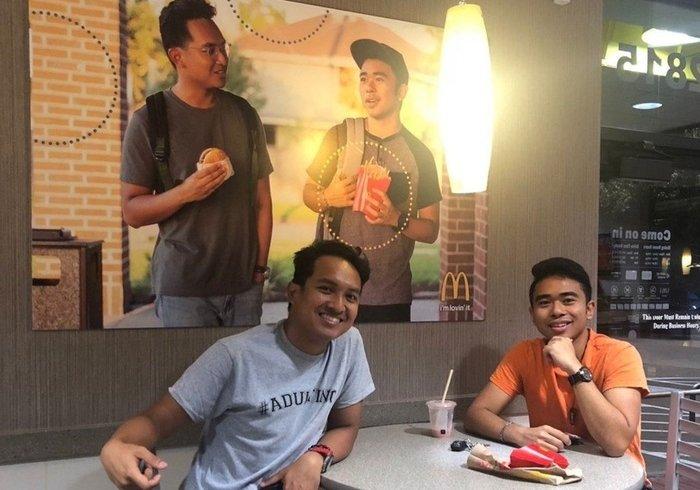 Блогер повісив в «Макдоналдсі» постер зі своїм фото. Два місяці цього ніхто не помічав