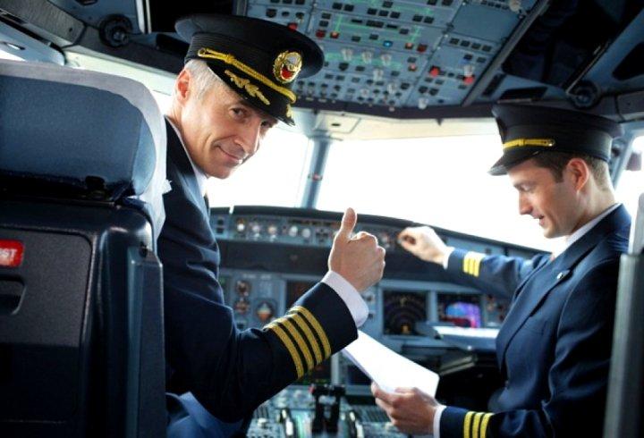 Чому пілоти літаків не носять бороди і вусів?
