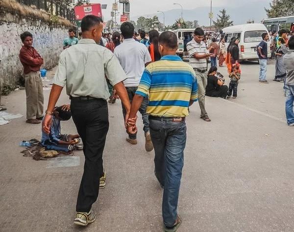 Чому непальські чоловіки ходять за ручку?