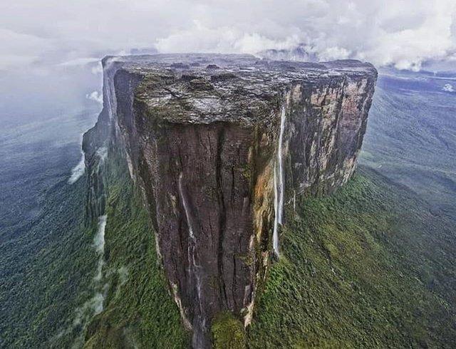 Як виглядають «будинки богів» у Венесуелі (фото)