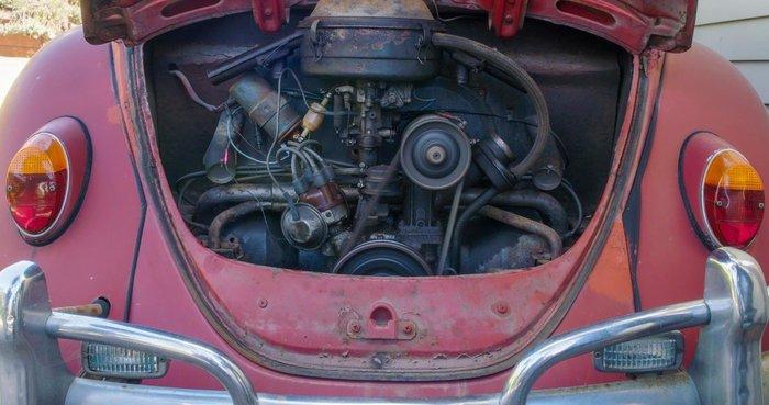 Volkswagen безкоштовно відреставрував Жука, яким жінка володіє більше 50 років (фото)