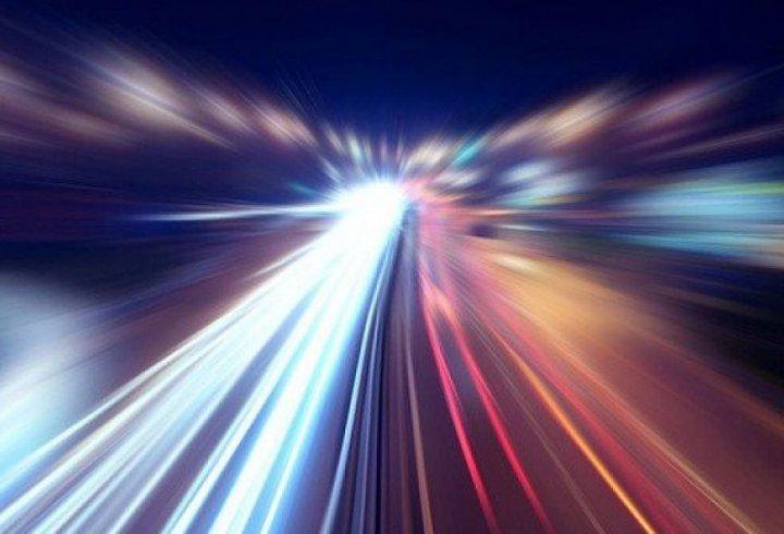 Три анімації, які показують, що швидкість світла гнітюче мала (відео)