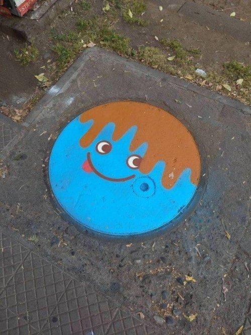 Незвичайні кришки каналізаційних люків з усього світу (фото)