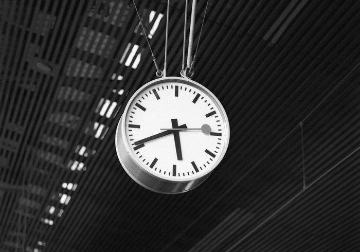 Про швейцарський вокзальний годинник