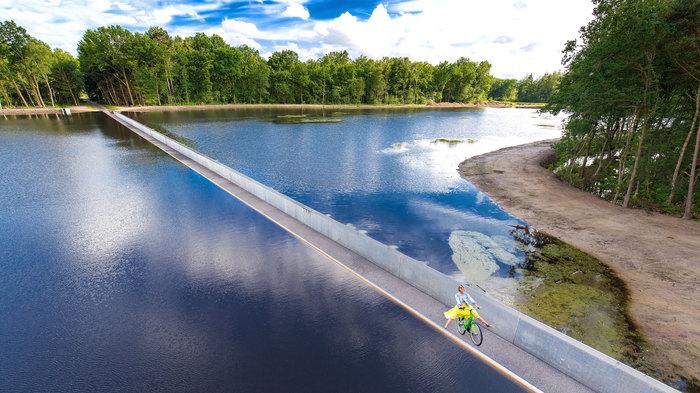 Міст під водою (фото, відео)