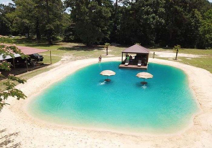 Домашній басейн з пляжем на подвір'ї (фото)