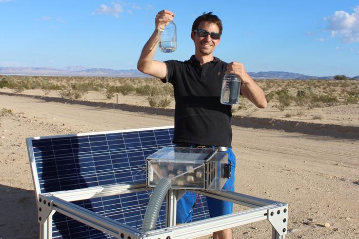 Винайшли пристрій, який добуває воду з повітря (відео)