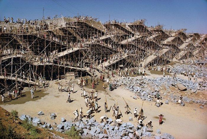 Як древні люди будували величезні споруди?