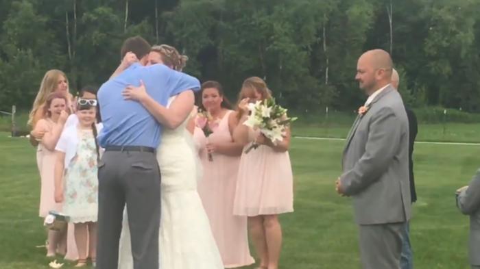 Зворушливий сюрприз для нареченої (фото, відео)