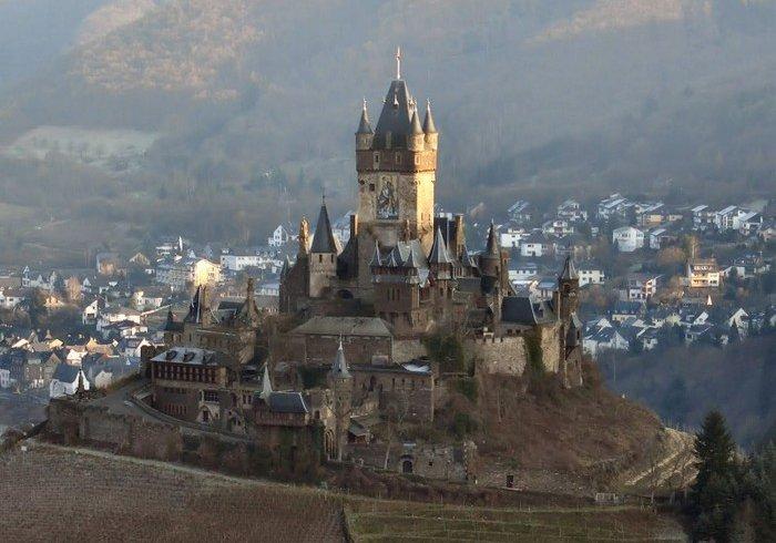 Замки Європи X-XV століть (фото)