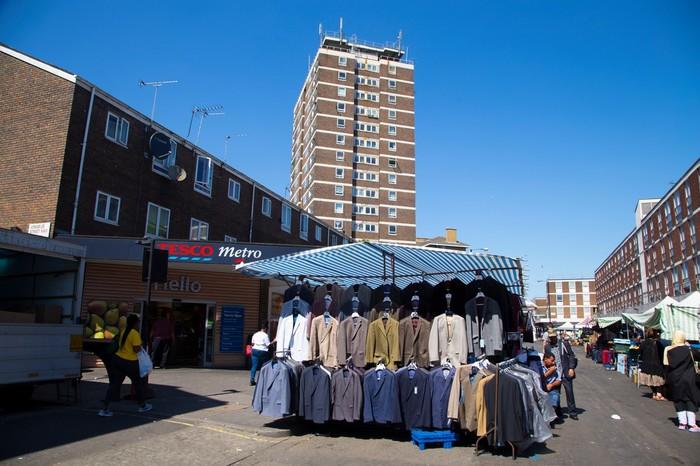 Все як у людей: звичайне життя в «панельках» на околиці Лондона (фото)