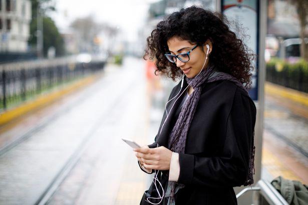 Як смартфони і соцмережі слідкують за нами