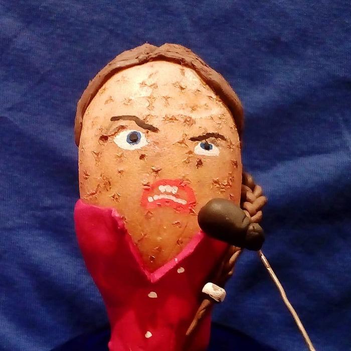 Вчитель з Мінська відтворює портрети знаменитостей, картини і персонажів кіно з картоплі (фото)
