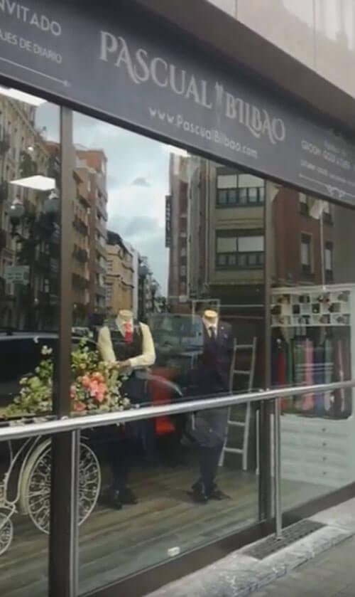 Власники магазину одягу почали брати плату за примірку