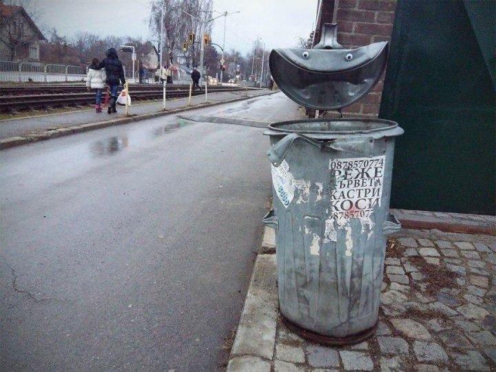 У Болгарії хтось додає очі випадковим об'єктам на вулиці (фото)