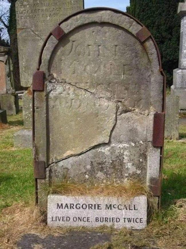 Жінка, яку поховали двічі