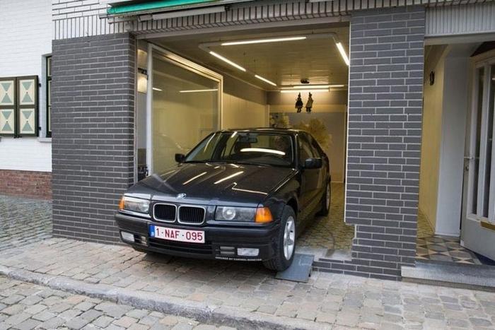 Чоловікові не дали побудувати гараж, але він знайшов геніальне рішення