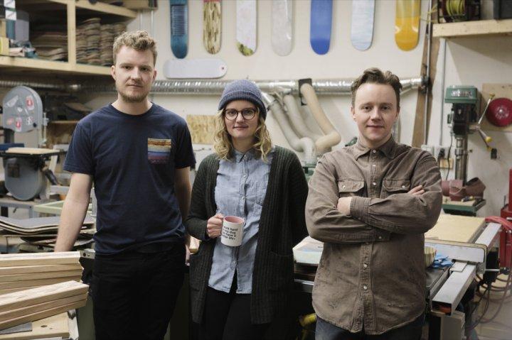 Дизайнери перетворюють старі скейтборди на меблі (фото)