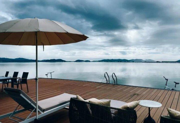 Китаєць побудував морський плавучий будинок площею 56 квадратних метрів (фото)