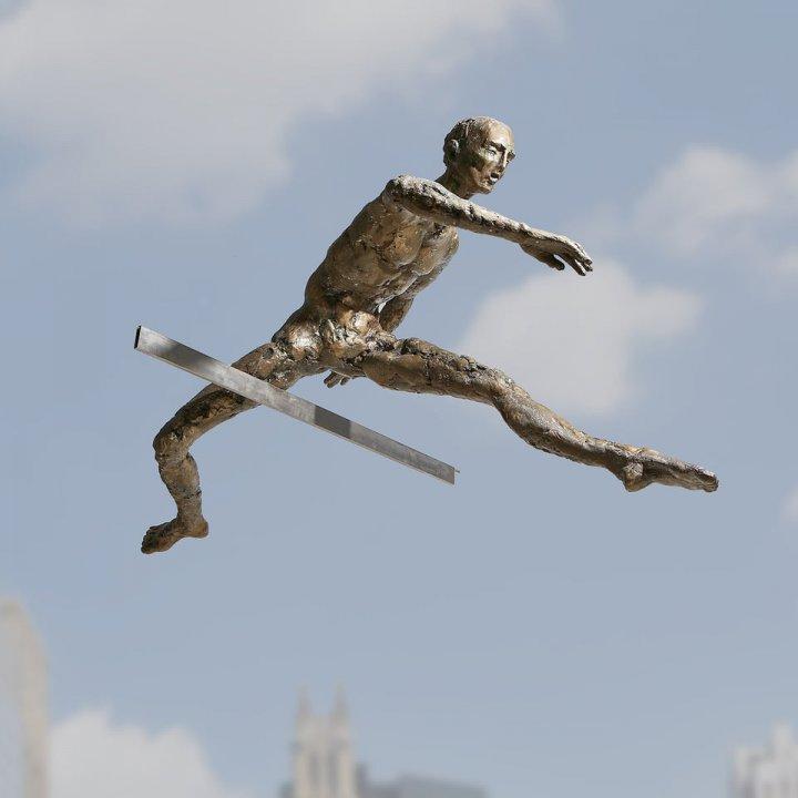 «Балансуючі скульптури» Єжи Кендзьори (фото)