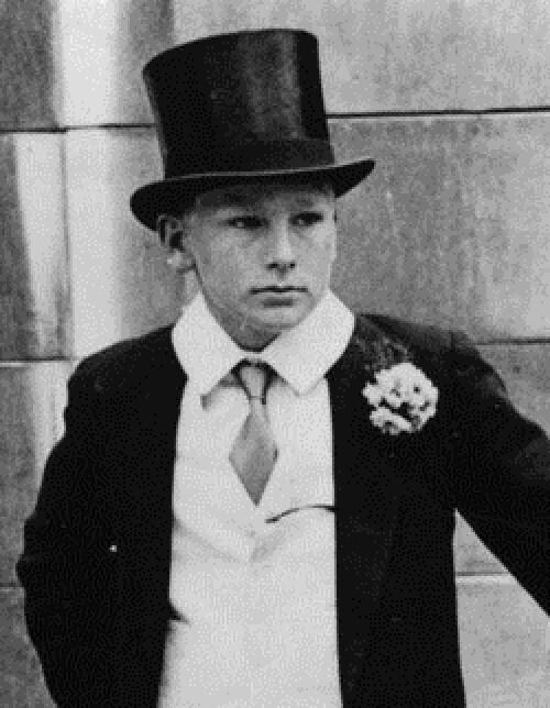 Два світи, два дитинства: як склалося життя героїв знаменитого фото?