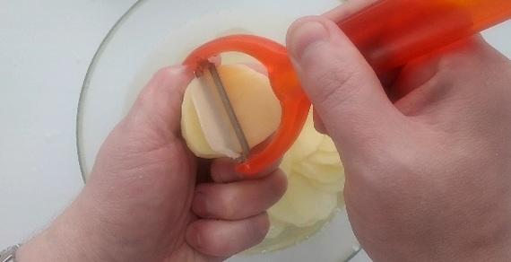 Чіпси в домашніх умовах з допомогою овочечистки (рецепт)
