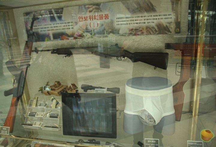 Стенд в аеропорту Сеула. Предмети, які намагалися пронести на літак (фото)