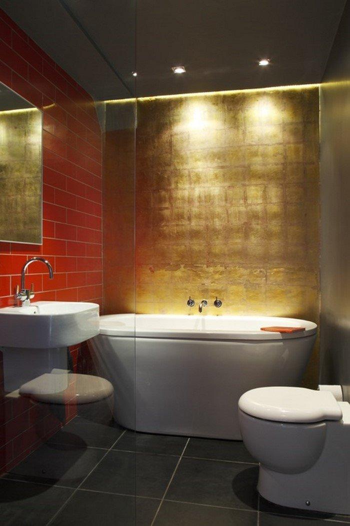 Жінка купила громадський туалет і перетворила його на квартиру мрії (фото)