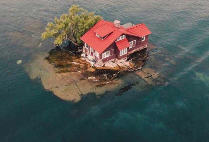 Найменший населений острів у світі (відео)