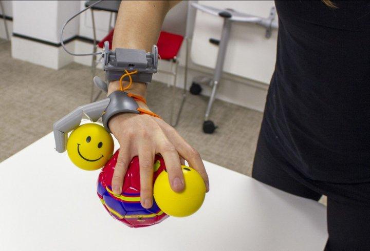 Як людський мозок адаптується до додаткових кінцівок