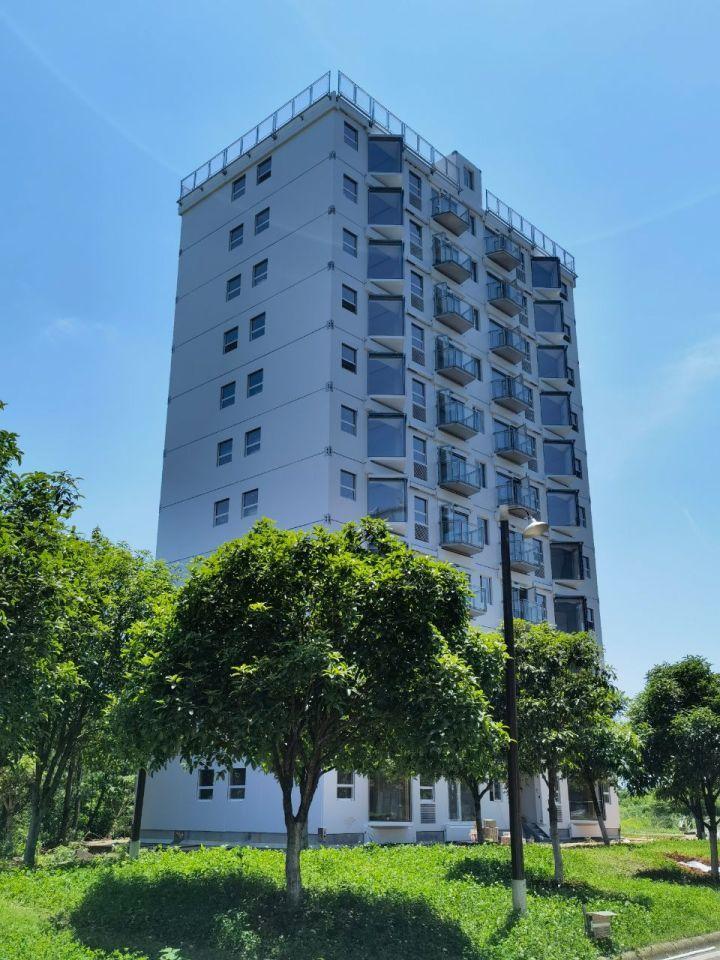 В Китаї побудували 10-поверховий житловий будинок за один день (відео)