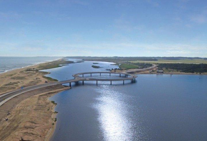 В Уругваї побудували кільцевий автомобільний міст. Навіщо потрібна така конструкція?