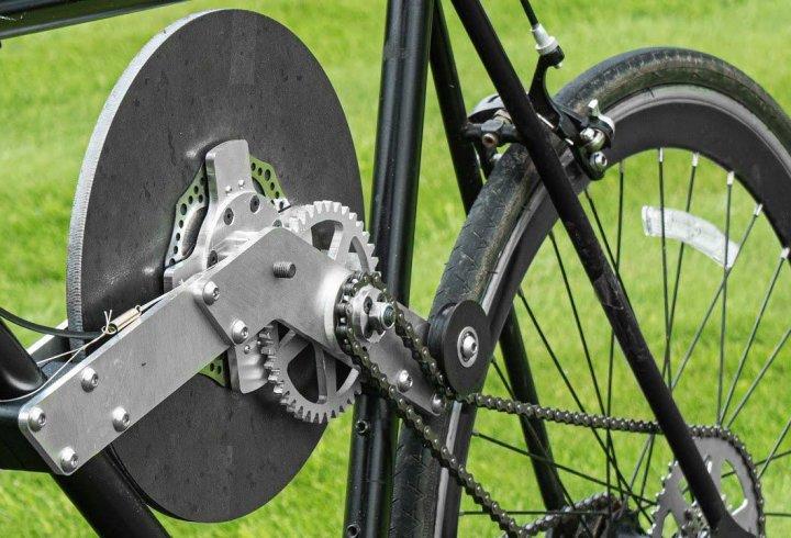 Інженер створив велосипед з системою рекуперації кінетичної енергії маховика (відео)