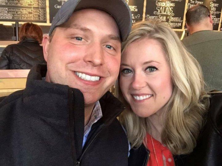 Подружня пара відкрила подарунок через 9 років після весілля і зрозуміла, що чекала не дарма